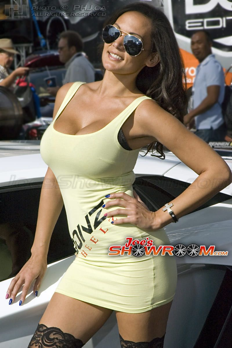 Joes-Showroom-SEMA-Girls-Car-Models-2013-PHJ-09