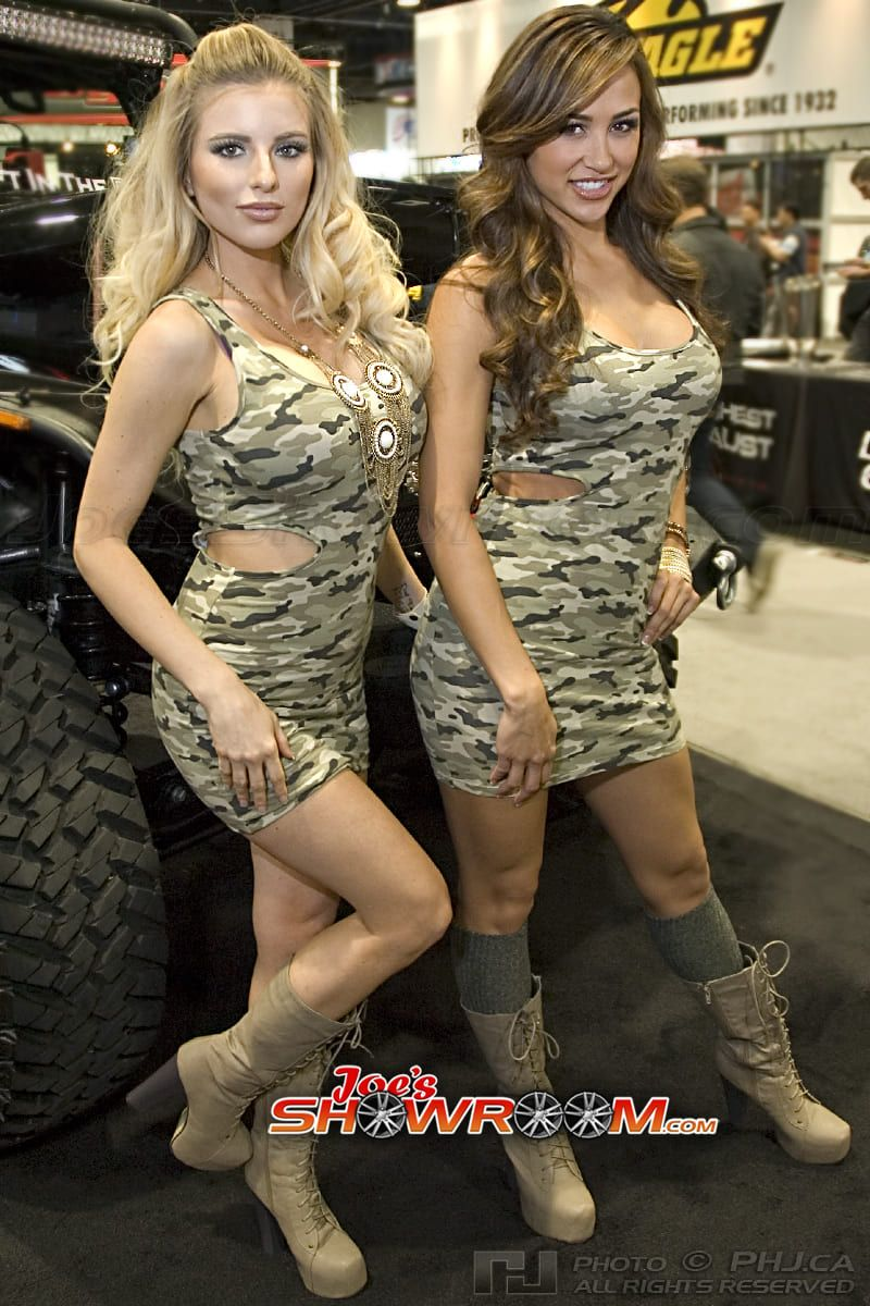 Joes-Showroom-SEMA-Girls-Car-Models-2013-PHJ-13