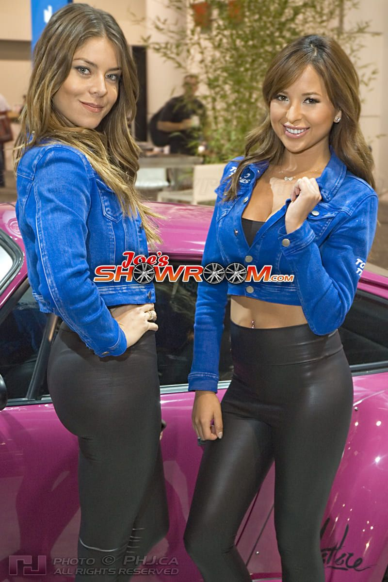 Joes-Showroom-SEMA-Girls-Car-Models-2013-PHJ-15