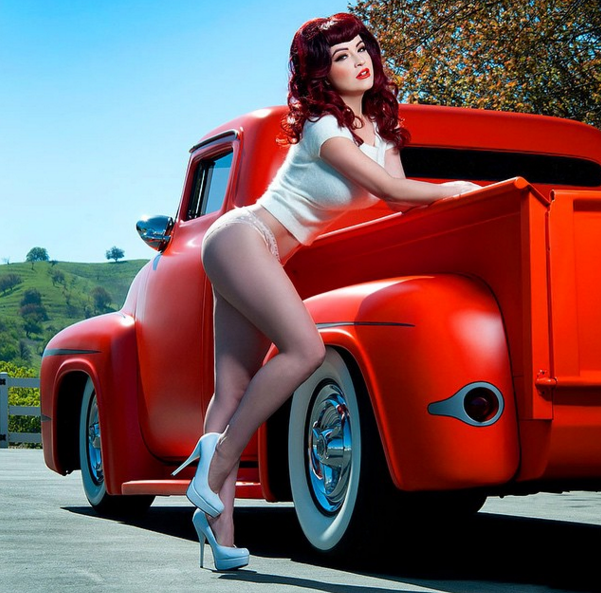 Foursome ends hotrod pinup nude